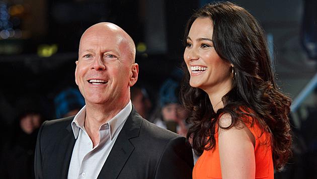 Bruce Willis mit seiner Frau Emma Heming-Willis (Bild: AP)