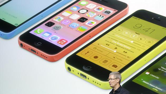 Apple bringt günstigeres iPhone 5C auf den Markt (Bild: AP)