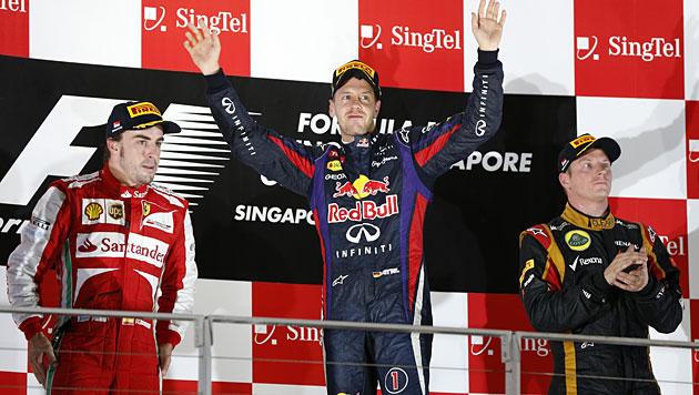 Vettel gewinnt zum 3. Mal in Serie in Singapur (Bild: AP)