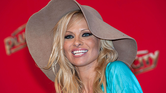 Ex-Nixe Pamela Anderson völlig verbotoxt in Cannes (Bild: APA/FOTO-KERSCHI.AT/WERNER KERSCHBAUMMAYR)