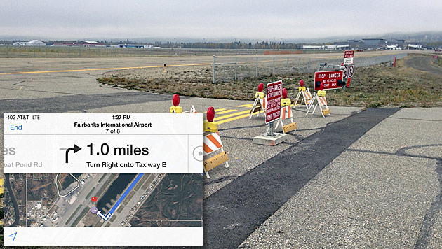Apple lotst Autofahrer über Flughafen-Rollfeld (Bild: Apple, AP)