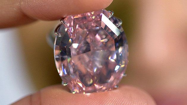 Sotheby's stellt teuersten Diamanten der Welt vor (Bild: EPA)