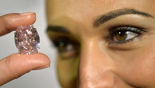 Sotheby's stellt teuersten Diamanten der Welt vor (Bild: AP)
