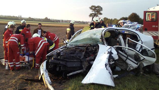 Alkolenker verursachte tödlichen Crash: Geldstrafe (Bild: APA/BEZIRKSFEUERWEHRKOMMANDO NEUSIEDL/SEE)
