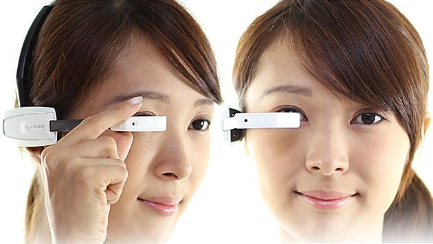 Hightech-Brille übersetzt japanische Speisekarten (Bild: NTT DoCoMo, krone.at-Grafik)