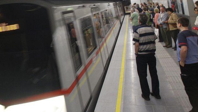 Pfefferspray-Attacke in Wiener U-Bahn: 2 Verletzte (Bild: APA/Herbert Pfarrhofer (Symbolbild))