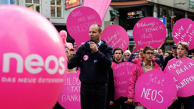 NEOS erhalten fast 5 Mio. Euro Parteienförderung (Bild: APA/HERBERT PFARRHOFER)