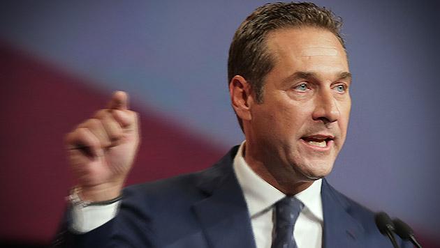 """Strache: Schwarz-Blau-Stronach wäre """"fahrlässig"""" (Bild: APA/RUBRA, krone.at-Grafik)"""