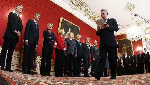 Die Regierung wird um zwei Köpfe kleiner (Bild: APA/Dragan Tatic)