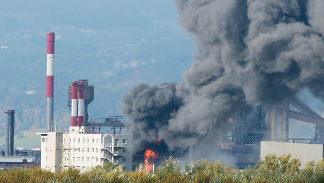 Ein Toter bei Brand in Kühlanlage der voestalpine (Bild: APA/Werner Kerschbaummayr)