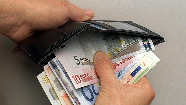 Feuerwehrmitglied veruntreute Geld der Kameraden (Bild: dpa/Frank Kleefeldt)