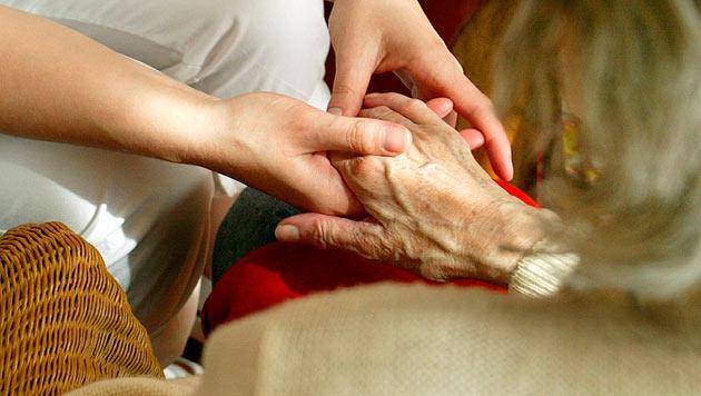 Frau (90) mit Madenbefall ins Spital gebracht: Tot (Bild: dapd (Symbolbild))