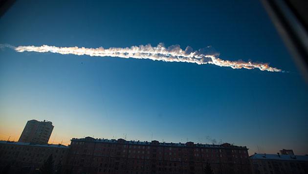 Spuren des Tscheljabinsk-Asteroiden (Bild: AP/Chelyabinsk.ru)