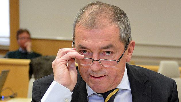 BM Heinz Schaden legt Salzburger SP-Ämter zurück (Bild: APA/Barbara Gindl)