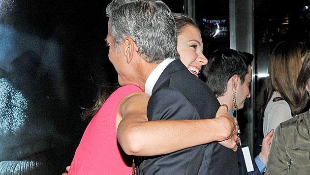Katie Holmes soll hinter George Clooney her sein (Bild: AP)