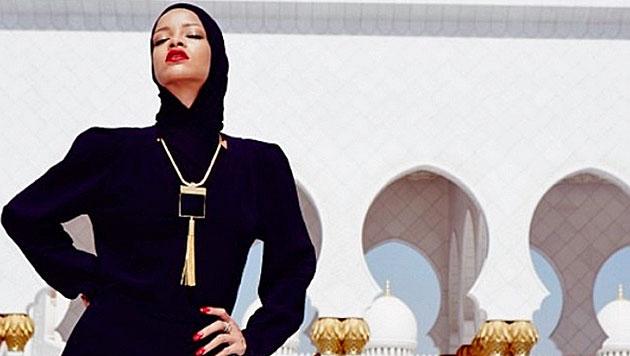 Rihanna zeigt sich komplett verhüllt in Abu Dhabi (Bild: Instagram)
