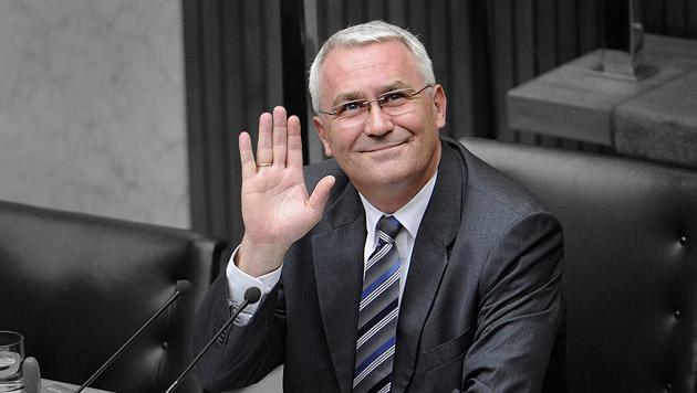 Martin Graf hält sich Tür für Polit-Comeback offen (Bild: APA/ROLAND SCHLAGER, krone.at-Grafik)