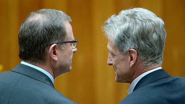 Erste Rochaden nach Wahl: Klubchefs müssen zittern (Bild: APA/Roland Schlager)