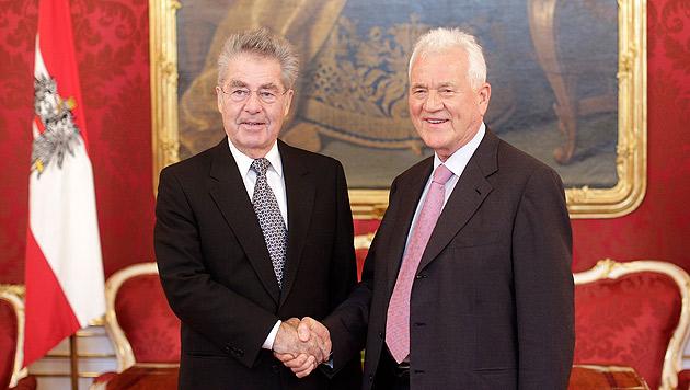 Auch Stronach endlich bei Bundespräsident Fischer (Bild: APA/GEORG HOCHMUTH)