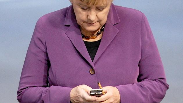 Merkels neues Krypto-Handy schon wieder geknackt (Bild: EPA)