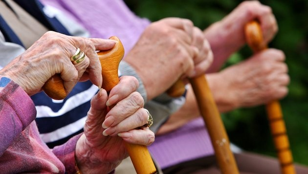 Ö: 1.371 Menschen sind 100 Jahre alt oder älter (Bild: dpa/Oliver Berg)