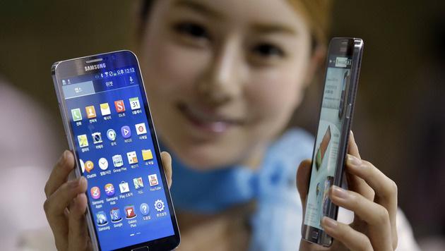 Samsung und Apple mit Abstand an Smartphone-Spitze (Bild: AP)