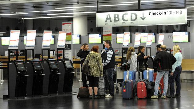 Flughafen Schwechat nach Bombenalarm geräumt (Bild: APA/HELMUT FOHRINGER (Symbolbild))