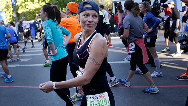 """Pamela Anderson nach New-York-Marathon: """"Autsch!"""" (Bild: AP)"""