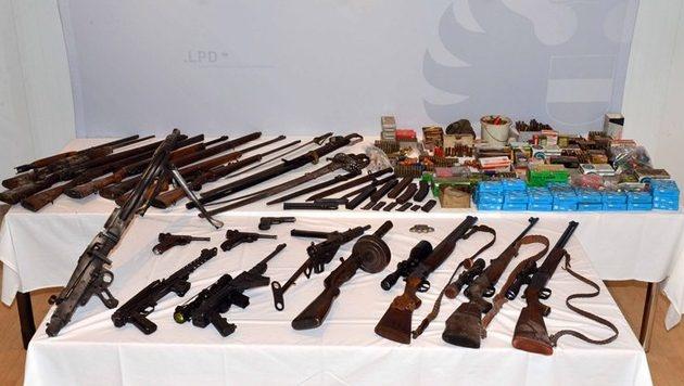 Zahlreiche Waffen auf Bauernhof in NÖ entdeckt (Bild: LPD NÖ)