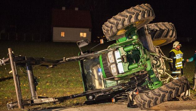 Traktor prallt in OÖ gegen Auto - Bauer verletzt (Bild: Hermann Kollinger)