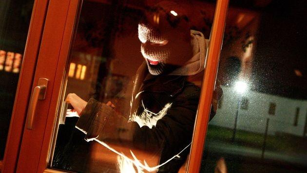 Fensterbohrer nach 55 Einbrüchen gefasst (Bild: APA/HELMUT FOHRINGER (Symbolbild))