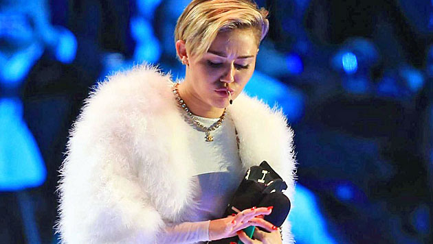 Mileys Oben-ohne-Grusel-Look ist zum Fürchten (Bild: EPA)
