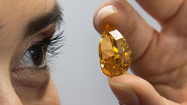 Oranger Diamant für 23,5 Mio. Euro versteigert (Bild: AP)