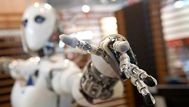 Wiener KI-Experte will Robotern ein Gewissen geben (Bild: dpa/Sebastian Kahnert)