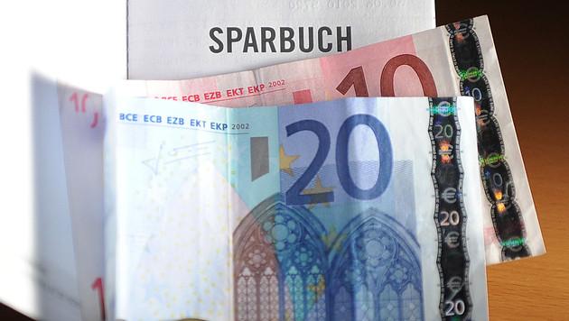 Steirische Kunden müssen für Sparbuch weit fahren (Bild: APA/BARBARA GINDL)