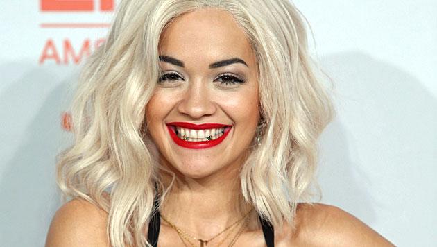Sängerin Rita Ora: Zusammenbruch bei Shooting (Bild: AP)