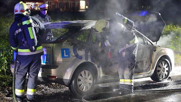 Bande zündet nach Coup in Fahrschule Fluchtauto an (Bild: Matthias Lauber)