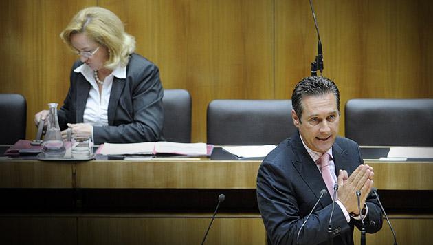 Budgetloch: FPÖ und Grüne beantragen Sondersitzung (Bild: APA/ROLAND SCHLAGER, krone.at-Grafik)
