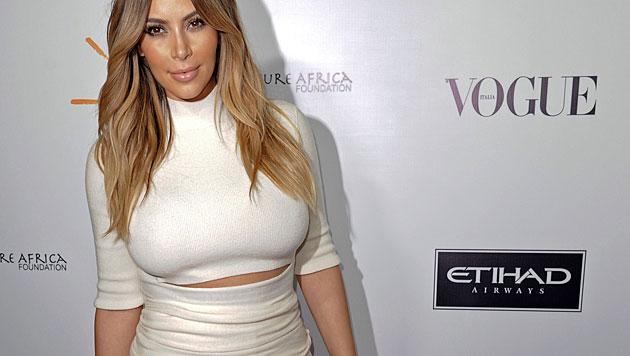 Lugner darf nicht ins Auto zu den Kardashians (Bild: AP)