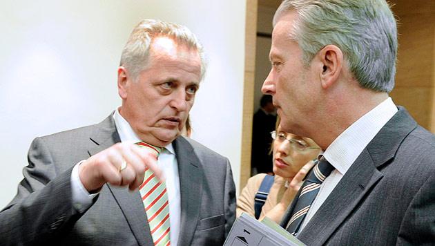 Rudolf Hundstorfer, Reinhold Mitterlehner (Bild: APA/Roland Schlager)