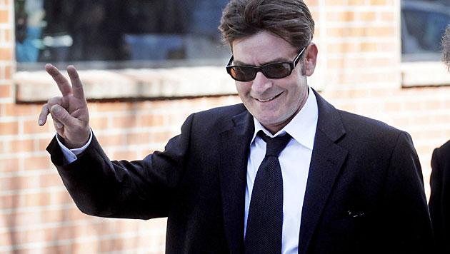 Charlie Sheen beschimpft seine Ex-Gespielinnen (Bild: EPA)