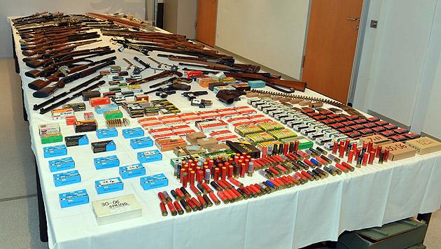 NÖ: Ex-Jäger hortete im Keller illegale Waffen (Bild: Polizei)