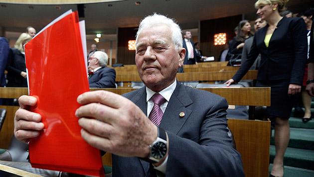 Stronach zieht sich im Jänner aus Parlament zurück (Bild: APA/Georg Hochmuth)