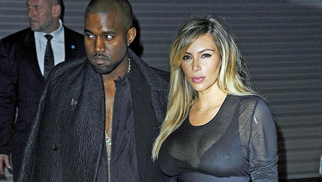 Kim und Kanye: Yoga für besseres Liebesleben (Bild: AP)