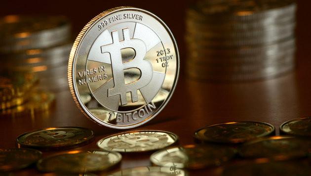 Bitcoin nach Rekordjagd auf rasanter Talfahrt (Bild: APA/Jens Kalaene)