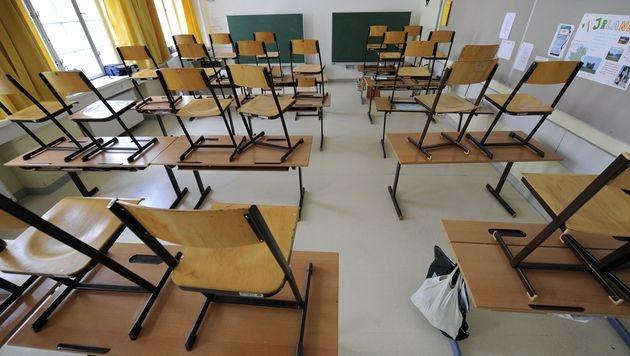 Buben brachen in Osterferien in eigene Schule ein (Bild: APA/Roland Schlager (Symbolbild))