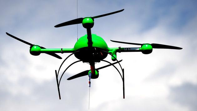 """Drohnen über Österreich rechtlich """"in dünner Luft"""" (Bild: dpa/Britta Pedersen)"""