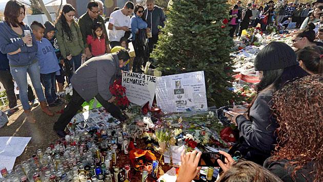 Tausende Fans nahmen Abschied von Paul Walker (Bild: EPA)