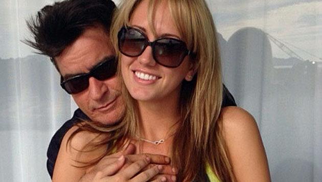 Charlie Sheen hat sich mit Pornostar verlobt (Bild: Twitter)