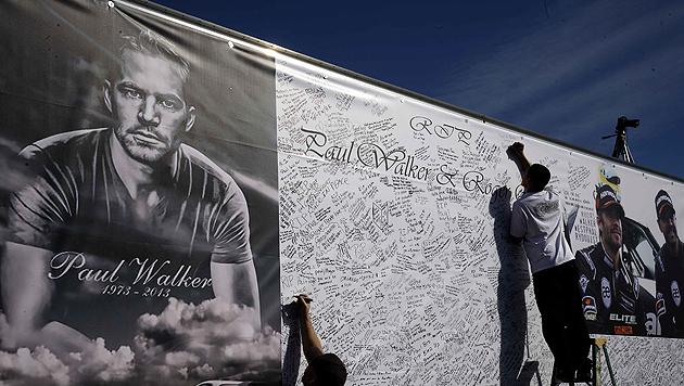 US-Schauspieler Paul Walker beigesetzt (Bild: APA/EPA/MICHAEL NELSON)